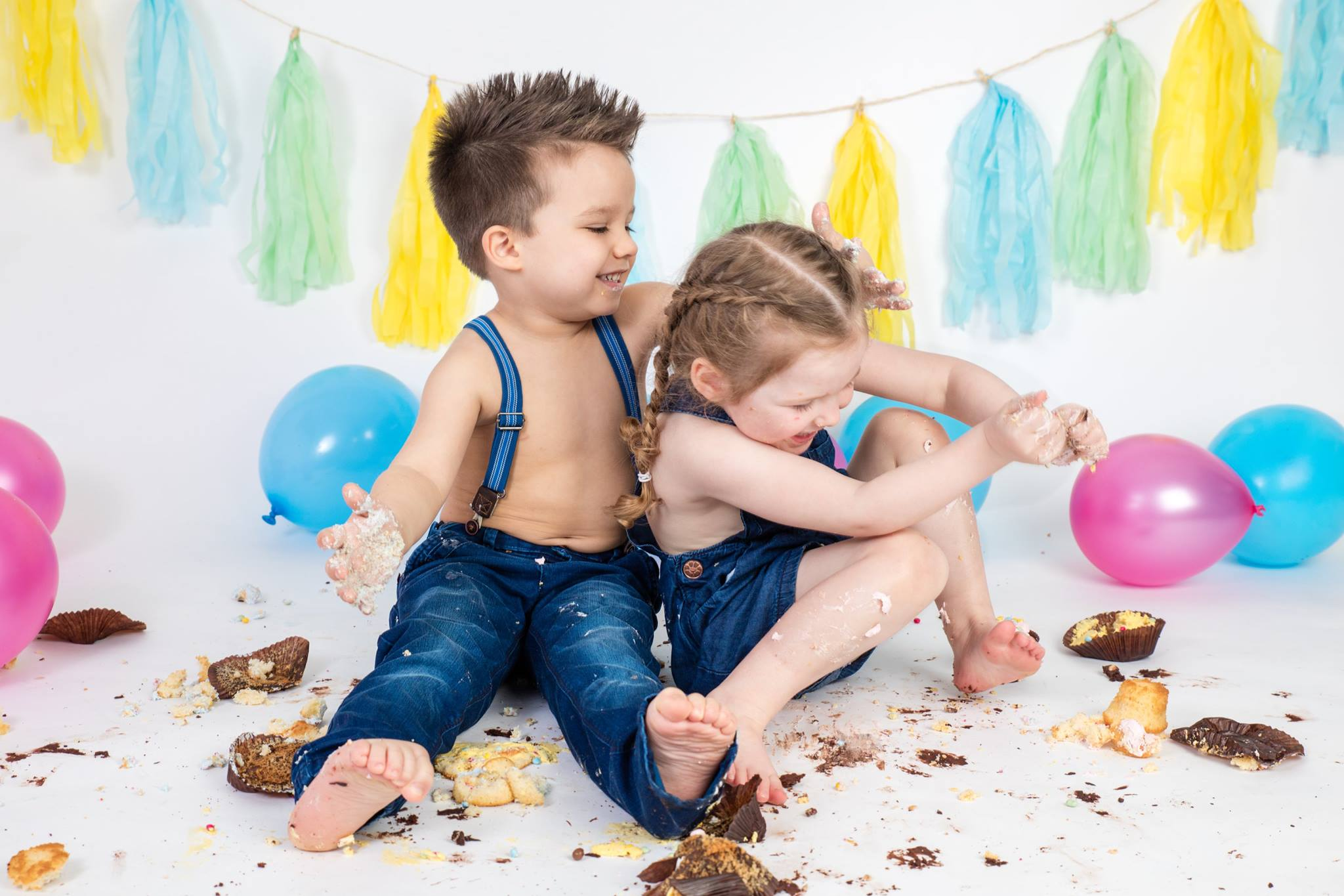 2 children cake smashing